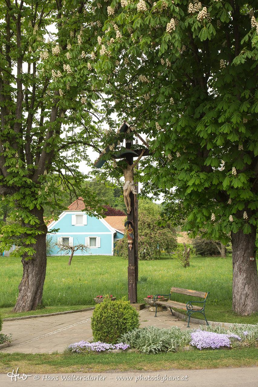 Dorfkreuz in Muggendorf - ein beliebter Treffpunkt der