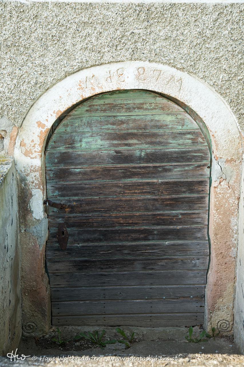 Kellertür in Hochstraden
