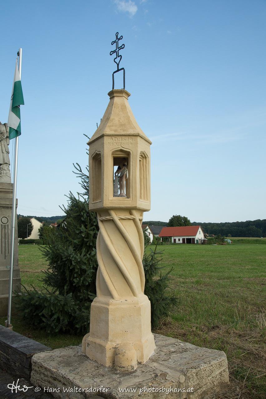 Diese Säule mit dem Schmerzensmann (Geißelung Christi) am Ortsrand von Hof ist datiert mit 1514.